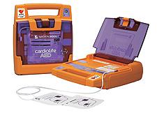 AED(自動体外式除細動器)20台を市内の中学校へ寄贈